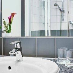 Отель InterCityHotel Hamburg Hauptbahnhof Германия, Гамбург - 1 отзыв об отеле, цены и фото номеров - забронировать отель InterCityHotel Hamburg Hauptbahnhof онлайн ванная