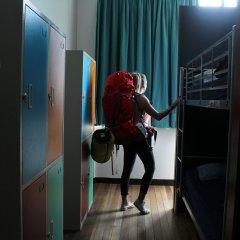 Отель Bunk Backpackers сейф в номере