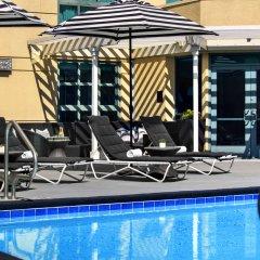 Отель Renaissance Los Angeles Airport Hotel США, Лос-Анджелес - 8 отзывов об отеле, цены и фото номеров - забронировать отель Renaissance Los Angeles Airport Hotel онлайн бассейн фото 2