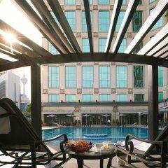 Отель JW Marriott Hotel, Kuala Lumpur Малайзия, Куала-Лумпур - отзывы, цены и фото номеров - забронировать отель JW Marriott Hotel, Kuala Lumpur онлайн балкон