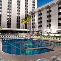 Отель Riviera Hotel & Casino США, Лас-Вегас - 8 отзывов об отеле, цены и фото номеров - забронировать отель Riviera Hotel & Casino онлайн бассейн фото 2