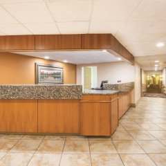 Отель Quality Inn and Suites Summit County интерьер отеля фото 2