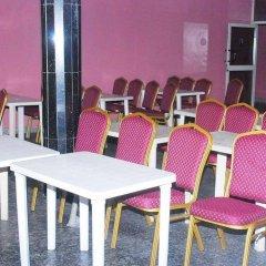 Отель Emglo Suites питание фото 2