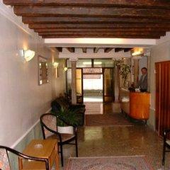Отель Caneva Италия, Венеция - 1 отзыв об отеле, цены и фото номеров - забронировать отель Caneva онлайн интерьер отеля фото 2