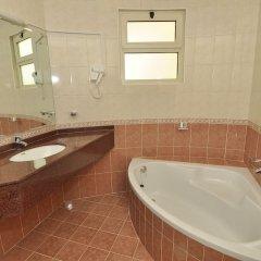 Отель Aldar Hotel ОАЭ, Шарджа - 5 отзывов об отеле, цены и фото номеров - забронировать отель Aldar Hotel онлайн ванная фото 2