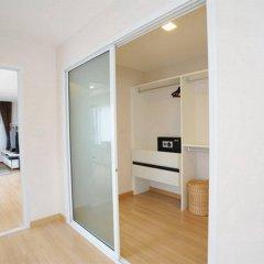 Отель Baan K Residence Managed By Bliston Бангкок сейф в номере