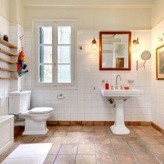 Отель Artistic neoclassical residence Греция, Афины - отзывы, цены и фото номеров - забронировать отель Artistic neoclassical residence онлайн ванная