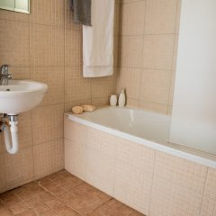 Отель Konnos Beach Villa No 5 ванная