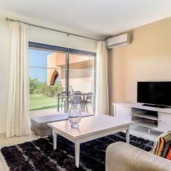 Апартаменты Amendoeira Golf Resort - Apartments and villas комната для гостей фото 15