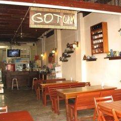 Отель Gotum Hostel & Restaurant Таиланд, Пхукет - отзывы, цены и фото номеров - забронировать отель Gotum Hostel & Restaurant онлайн гостиничный бар