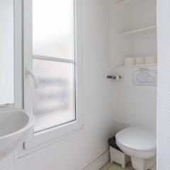 Апартаменты Le Marais - Place des Vosges Apartment ванная