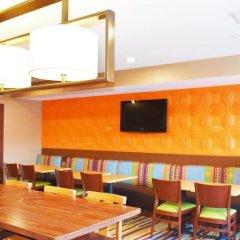 Отель Fairfield Inn & Suites by Marriott Albuquerque Airport гостиничный бар