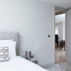 Отель Lovely 2BR flat in West London сейф в номере