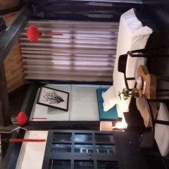 Отель An Bang Stilt House Хойан сейф в номере