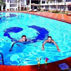 Century Riverside Hotel Hue бассейн