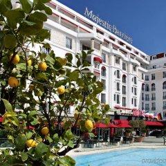 Отель Barriere Le Majestic Франция, Канны - 8 отзывов об отеле, цены и фото номеров - забронировать отель Barriere Le Majestic онлайн бассейн фото 3