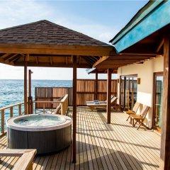 Отель Reethi Faru Resort бассейн фото 2