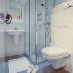 Отель Tourist Inn Budget Hotel - Hostel Нидерланды, Амстердам - 1 отзыв об отеле, цены и фото номеров - забронировать отель Tourist Inn Budget Hotel - Hostel онлайн ванная фото 5