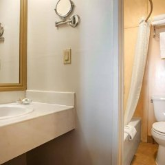 Отель Best Western Plus Dragon Gate Inn США, Лос-Анджелес - отзывы, цены и фото номеров - забронировать отель Best Western Plus Dragon Gate Inn онлайн ванная