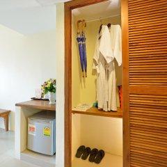 Отель Srisuksant Resort сейф в номере