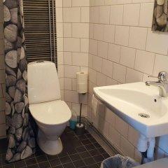 Отель Slussen Bed And Breakfast Эребру ванная