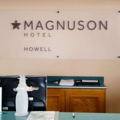 Magnuson Hotel Howell/Brighton интерьер отеля фото 2
