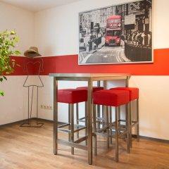 Отель A1 Hostel Nürnberg Германия, Нюрнберг - 1 отзыв об отеле, цены и фото номеров - забронировать отель A1 Hostel Nürnberg онлайн питание фото 2
