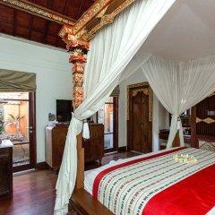 Отель Dwaraka The Royal Villas сейф в номере