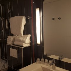 Отель Ibis Styles Pigalle Montmartre Париж ванная фото 2