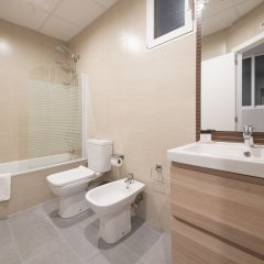 Отель You Stylish Eixample Dreta 10 Барселона ванная