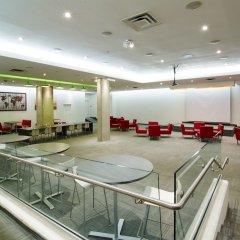 Отель Chestnut Residence and Conference Centre - University of Toronto парковка