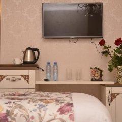 Отель English Home Tbilisi в номере