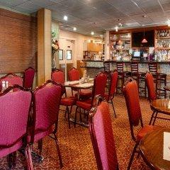 Отель BEST WESTERN PLUS Brookside Inn гостиничный бар