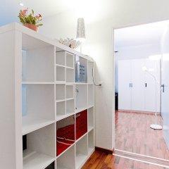 Апартаменты Comfort Apartments by LivingDownTown сейф в номере
