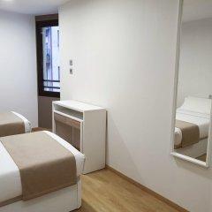 Ginosi Pedralbes Hotel Барселона комната для гостей фото 4