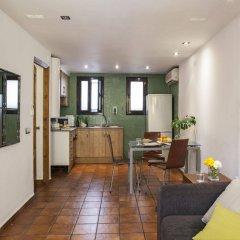Отель AinB Las Ramblas-Guardia Apartments Испания, Барселона - 1 отзыв об отеле, цены и фото номеров - забронировать отель AinB Las Ramblas-Guardia Apartments онлайн комната для гостей фото 2