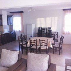 Отель Pirin Private Houses Сандански комната для гостей фото 3