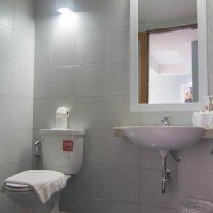 Отель Villa Cha-Cha Khaosan Rambuttri Таиланд, Бангкок - отзывы, цены и фото номеров - забронировать отель Villa Cha-Cha Khaosan Rambuttri онлайн ванная фото 2