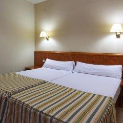 Отель Hesperia Sant Joan Suites сейф в номере