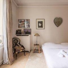 Отель Charming Townhouse Near Parc Montsouris Франция, Париж - отзывы, цены и фото номеров - забронировать отель Charming Townhouse Near Parc Montsouris онлайн комната для гостей