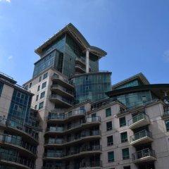 Апартаменты Modern 2 Bedroom Apartment With Stunning Views Лондон вид на фасад