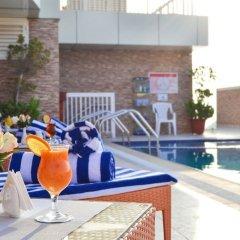 Отель Al Salam Grand Hotel-Sharjah ОАЭ, Шарджа - отзывы, цены и фото номеров - забронировать отель Al Salam Grand Hotel-Sharjah онлайн бассейн фото 3