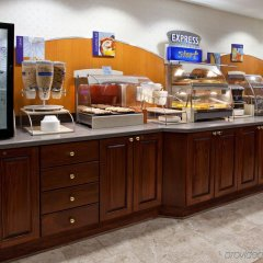 Отель Holiday Inn Express Ex I-71 / OH State Fair / Expo Center США, Колумбус - отзывы, цены и фото номеров - забронировать отель Holiday Inn Express Ex I-71 / OH State Fair / Expo Center онлайн питание фото 3