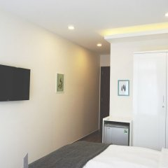 Shinhua Hotel сейф в номере