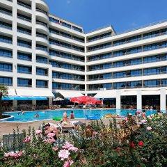 Отель Globus - Half Board Болгария, Солнечный берег - отзывы, цены и фото номеров - забронировать отель Globus - Half Board онлайн бассейн фото 2