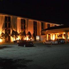 Отель Travel Inn - Columbus North США, Колумбус - отзывы, цены и фото номеров - забронировать отель Travel Inn - Columbus North онлайн вид на фасад