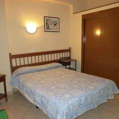Отель Hostal Guillot Торремолинос комната для гостей фото 4