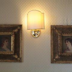 Hotel Westend Меран сейф в номере