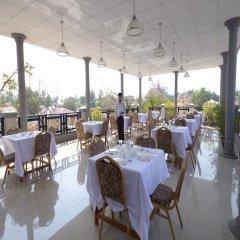 Отель Inlay Palace Hotel Мьянма, Хехо - отзывы, цены и фото номеров - забронировать отель Inlay Palace Hotel онлайн питание