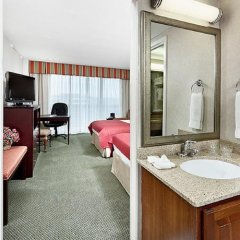 Отель Holiday Inn Rosslyn At Key Bridge ванная фото 2